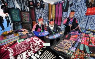贵州:民博会上赛手艺 能工巧匠展非遗